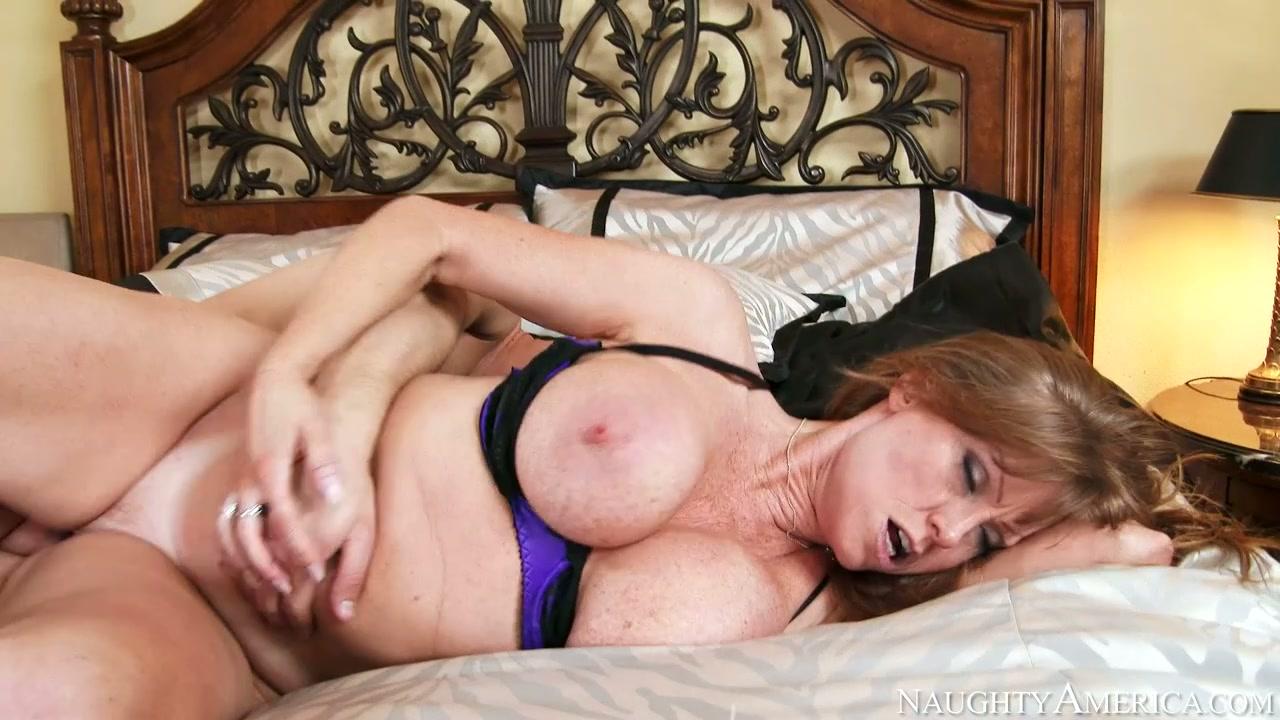Mature mommy with fake boobs Darla Crane fucks Seth Gamble