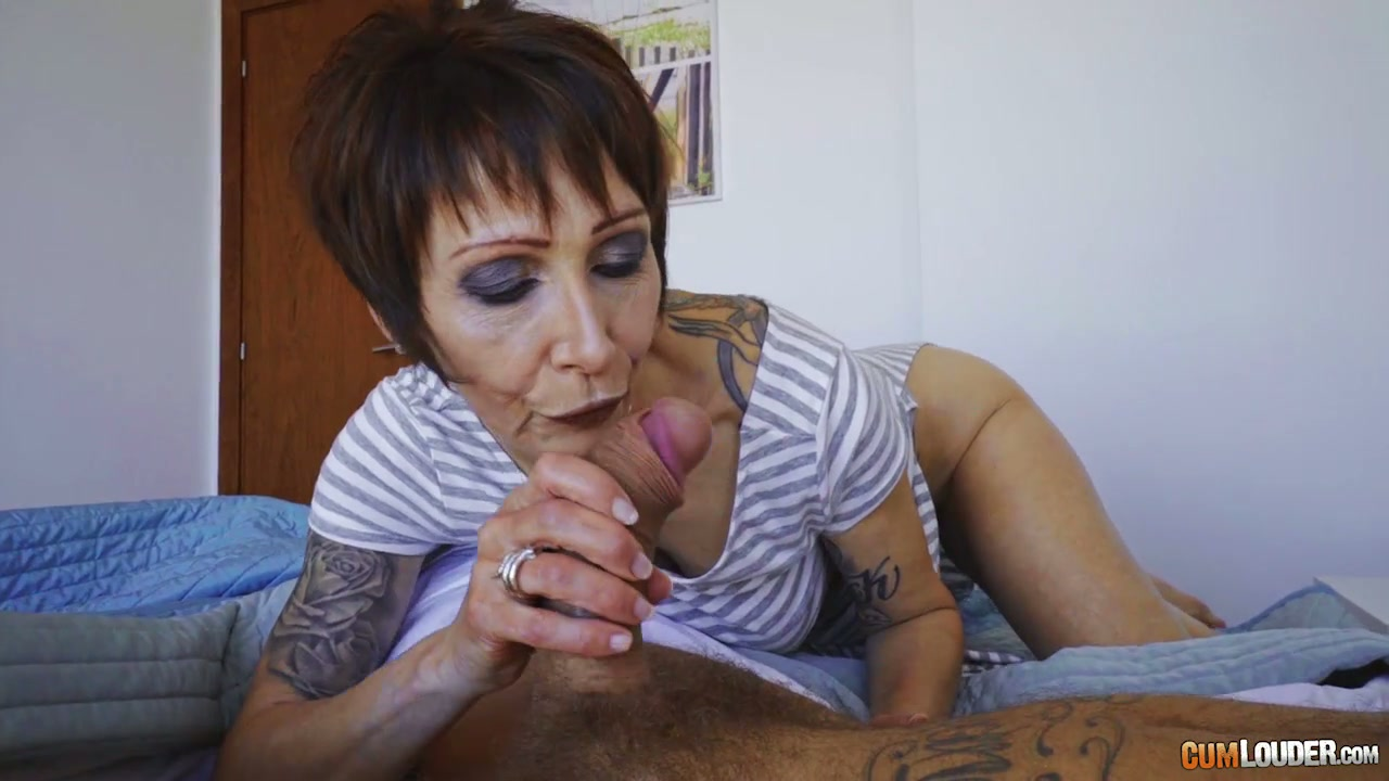 Mature raunchy granny Catalya Mia fucked brutally in her ass